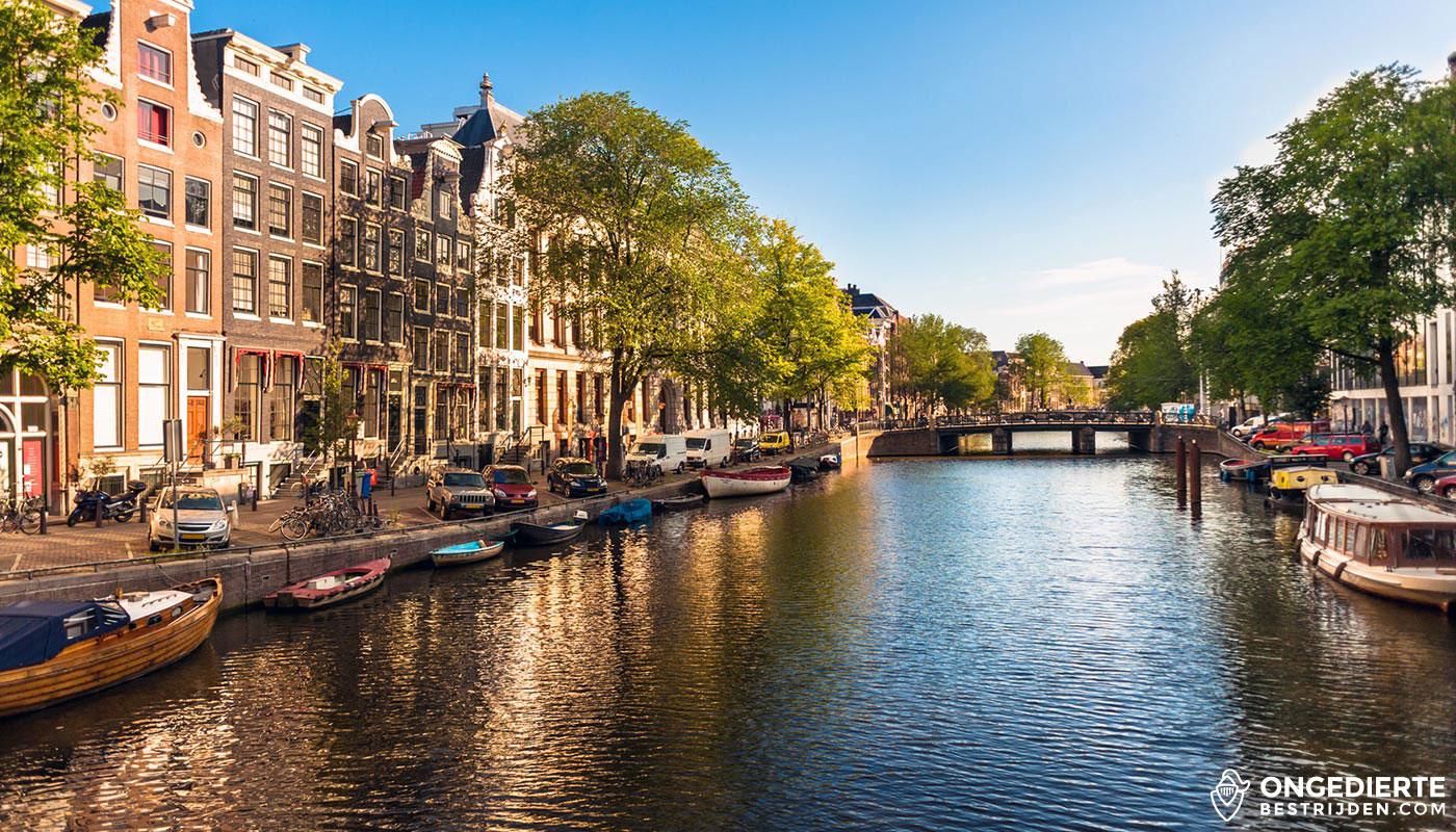 Amsterdamse huizen langs de grachten van Amsterdam