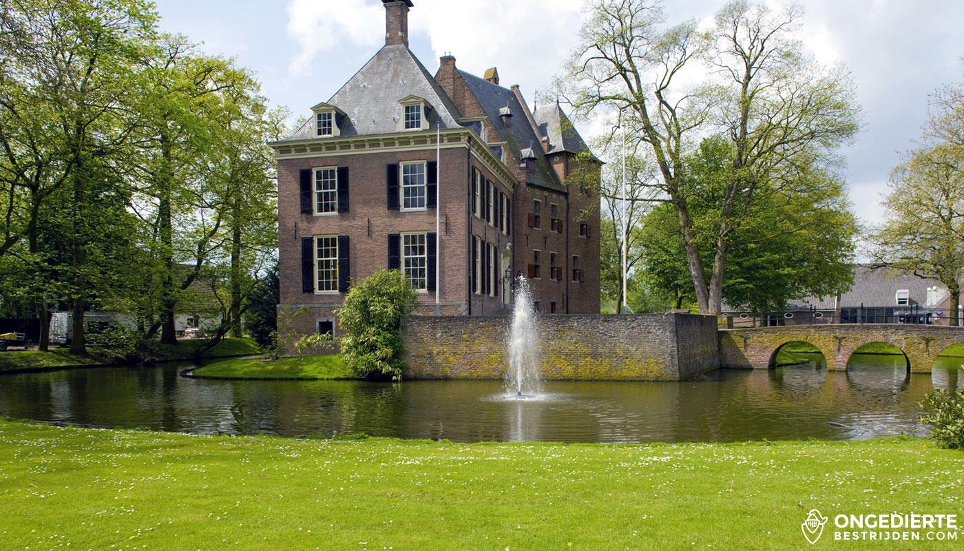 Gemeentehuis aan het water in Bemmel