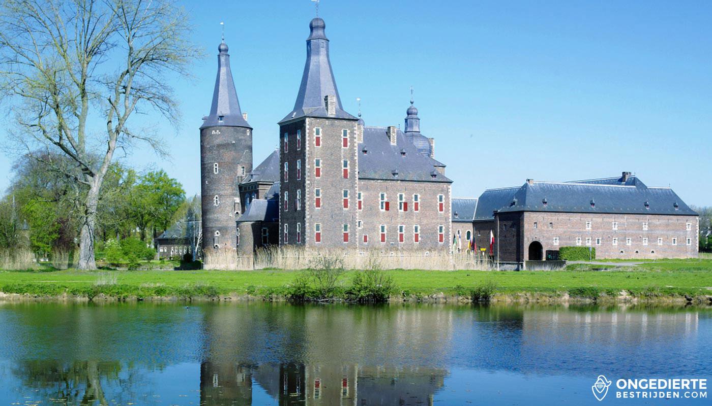 Kasteel en huis in Heerlen langs het water