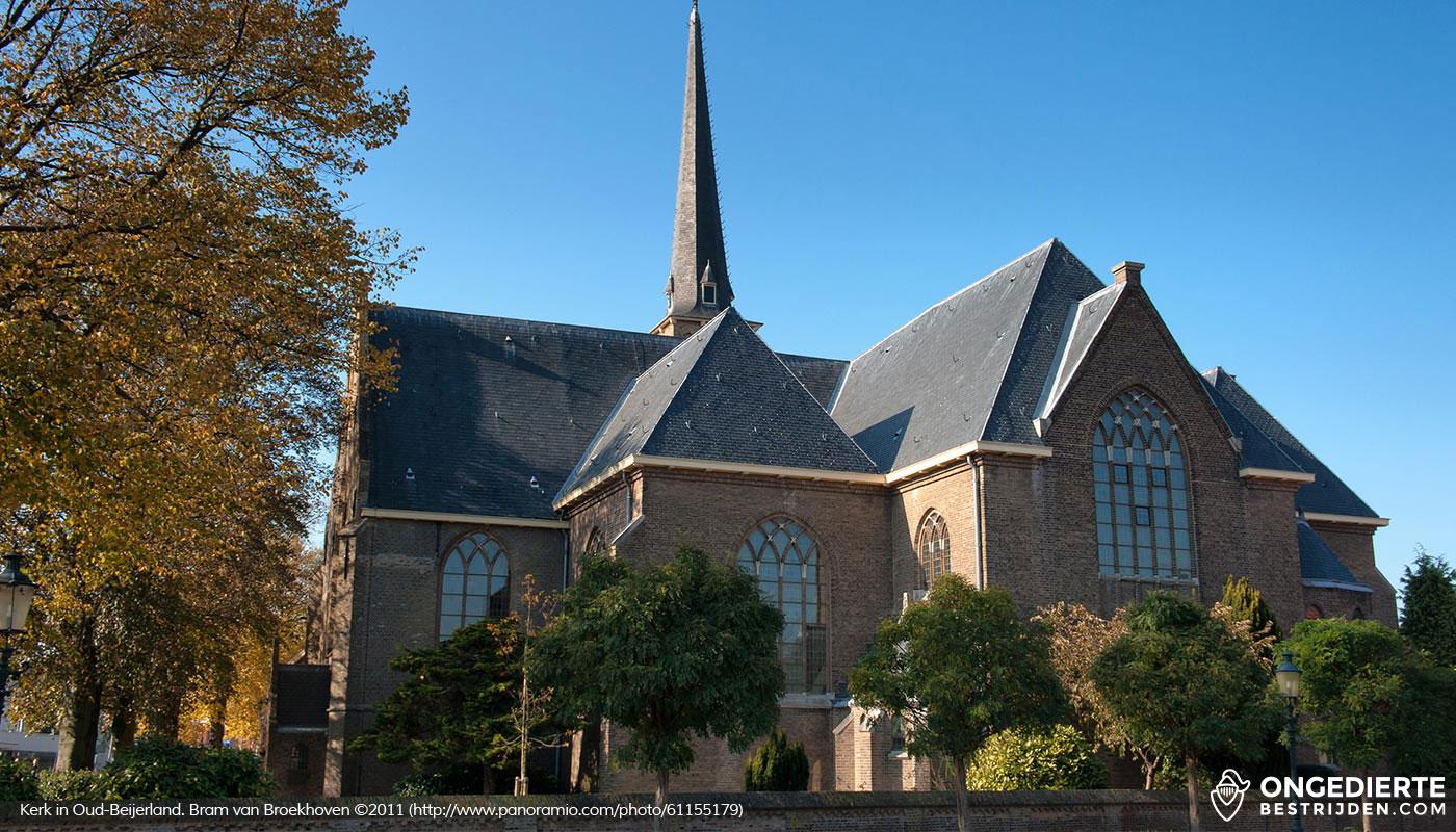 Kerk naast woonhuis in Oud-Beijerland