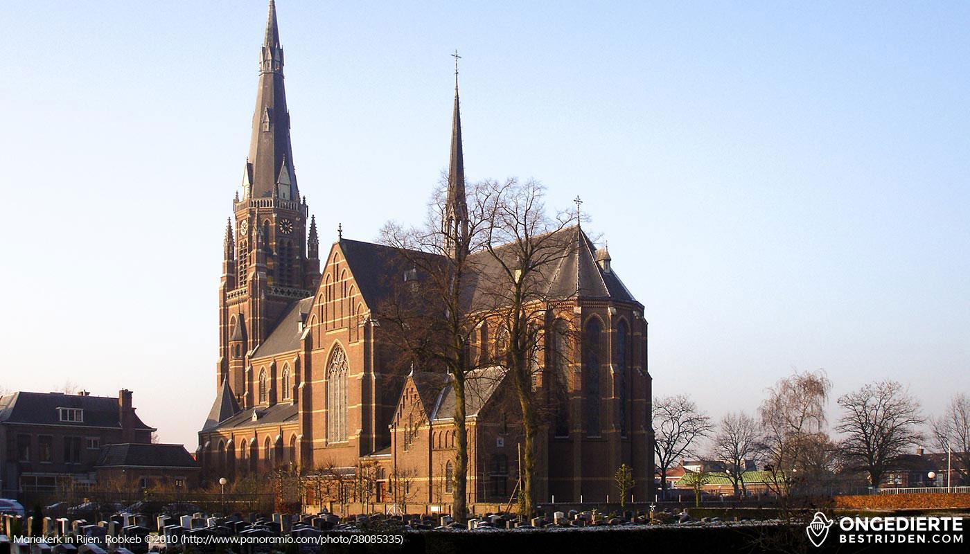 De Mariakerk en een aantal huizen in Rijen