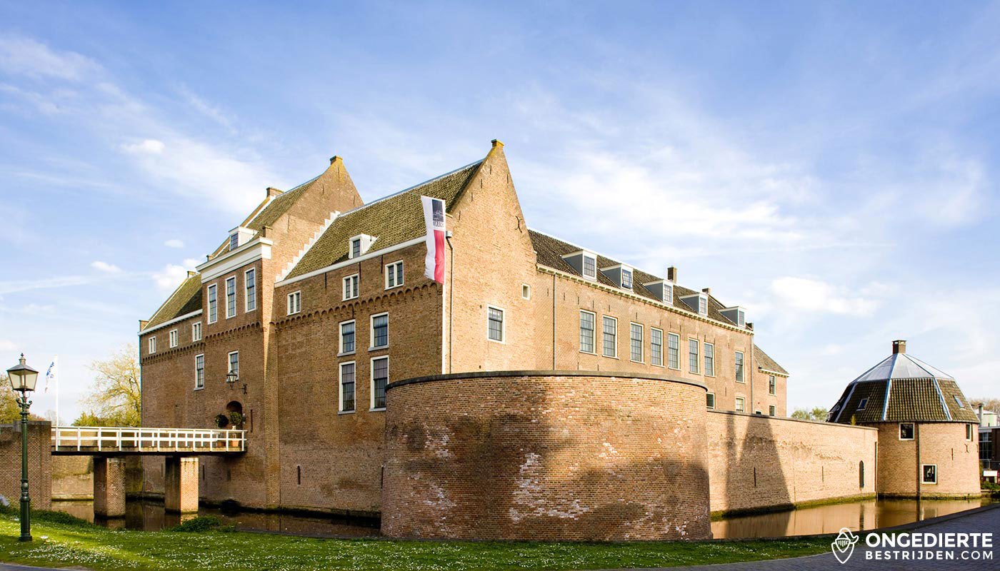 Kasteel en woonhuis in Woerden met gracht