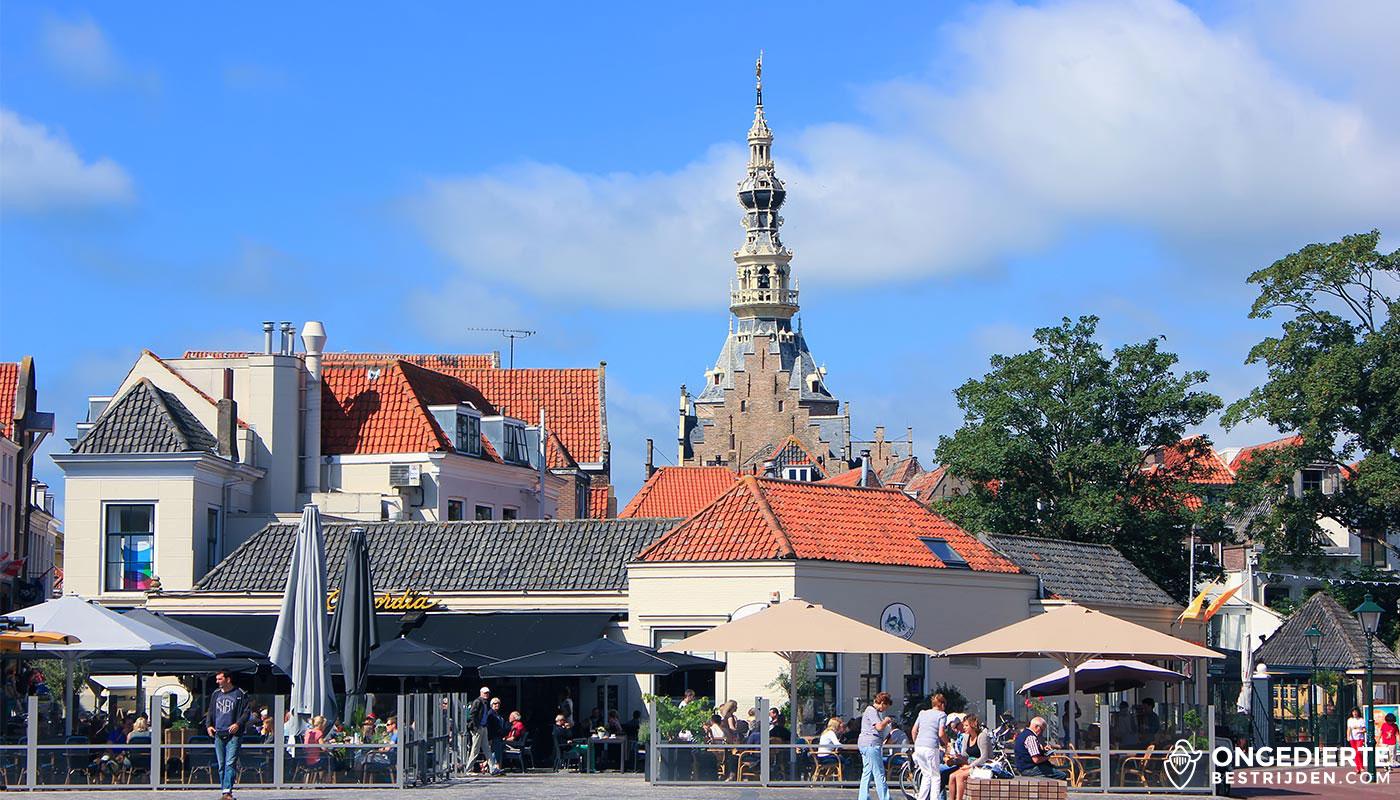 Binnenstad van Zierikzee met kerktoren op de achtergrond