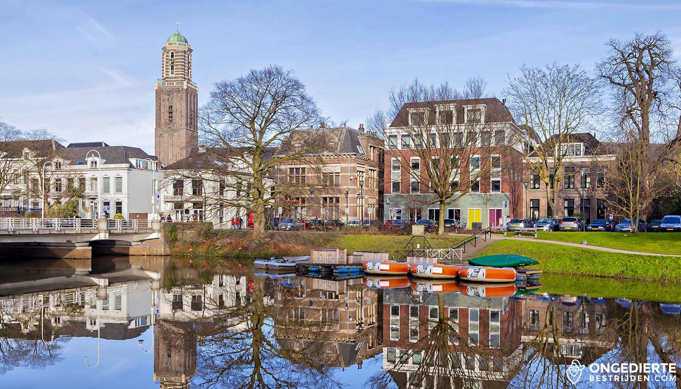 Binnenstad van Zwolle met uitzicht op kanaal